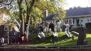 Halloween - front yard
