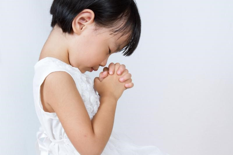 222 child praying